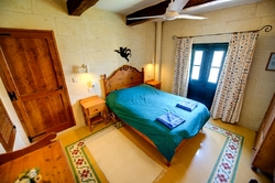 Ta Mansi double bedroom