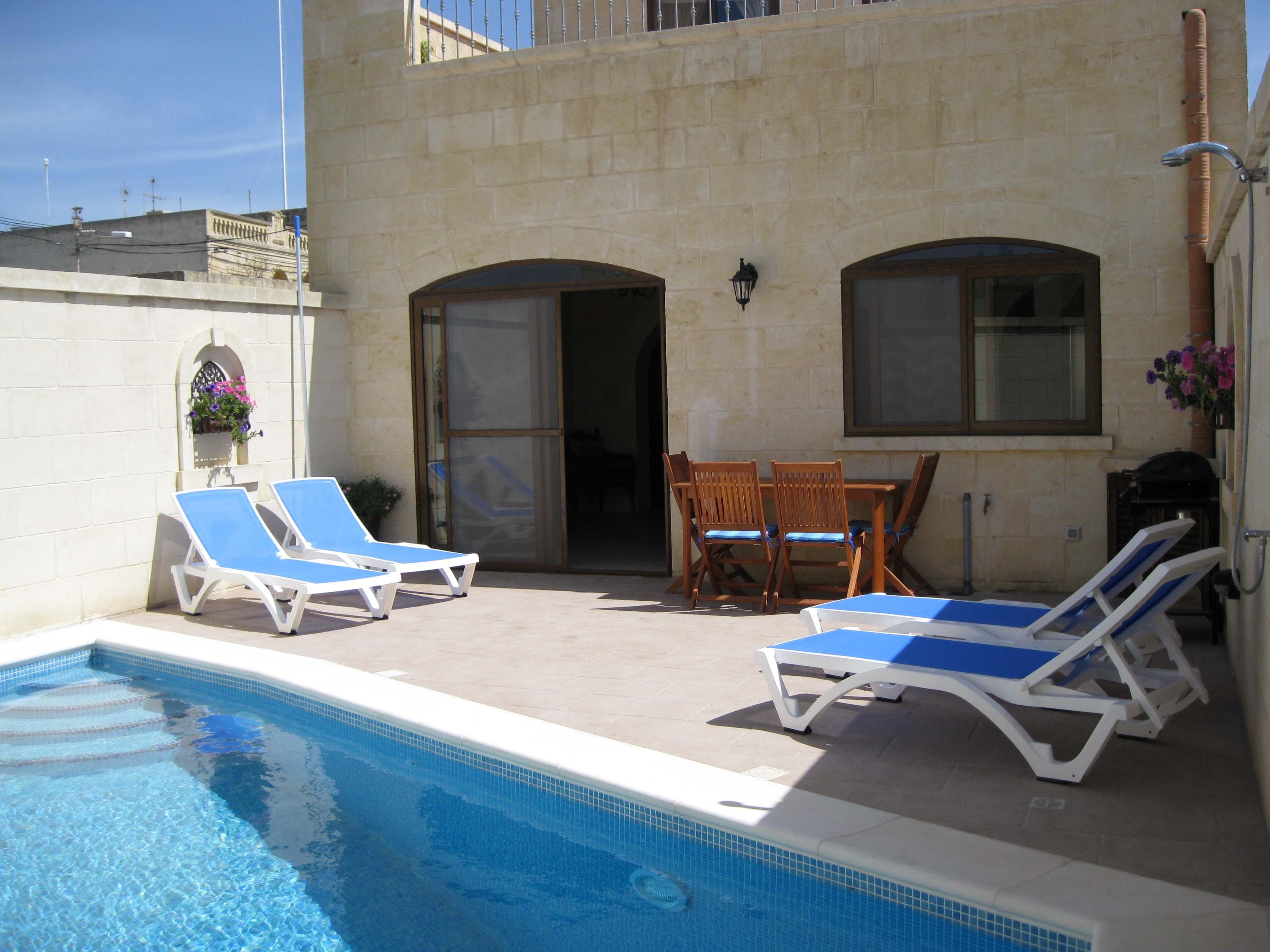 Tranquility farmhouse fh065 farmhouse nadur gozo malta for Pool design malta