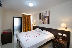 Deluxe 2 Bedroom Apartment at Bayview Hotel