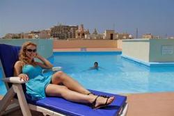day's inn hotel sliema rooftop pool