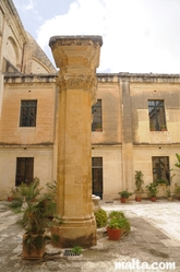 pillar in the courtyard of the Auberge d'Italie tourism office