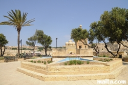 dry fountain in the Gardjola Gardens Senglea