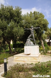 statue in the Lower Barrakka Gardens