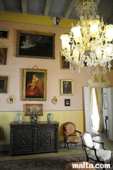Paintings and lights of the Casa Rocca Piccola of Valletta