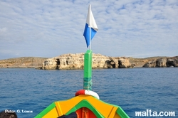 Alex Cave in Comino from dive boat